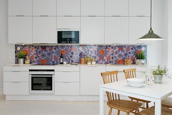 alvhem-interiors-kitchen-with-wallpaper2.jpg 595×397 pikseliä