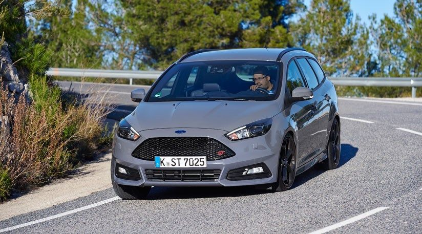 Ford Focus St 2 0 Ecoboost Estate 2015 Review Ford Focus Ford