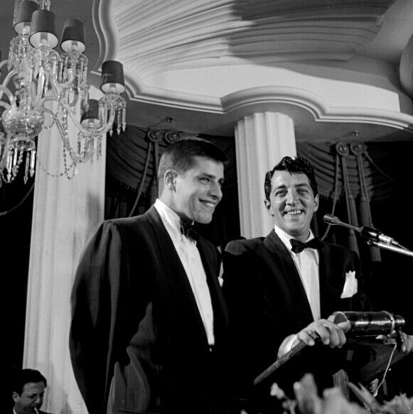 Dean Martin and Jerry Lewis at a dinner while filming The Stooge, march 1,1951 / AS1966