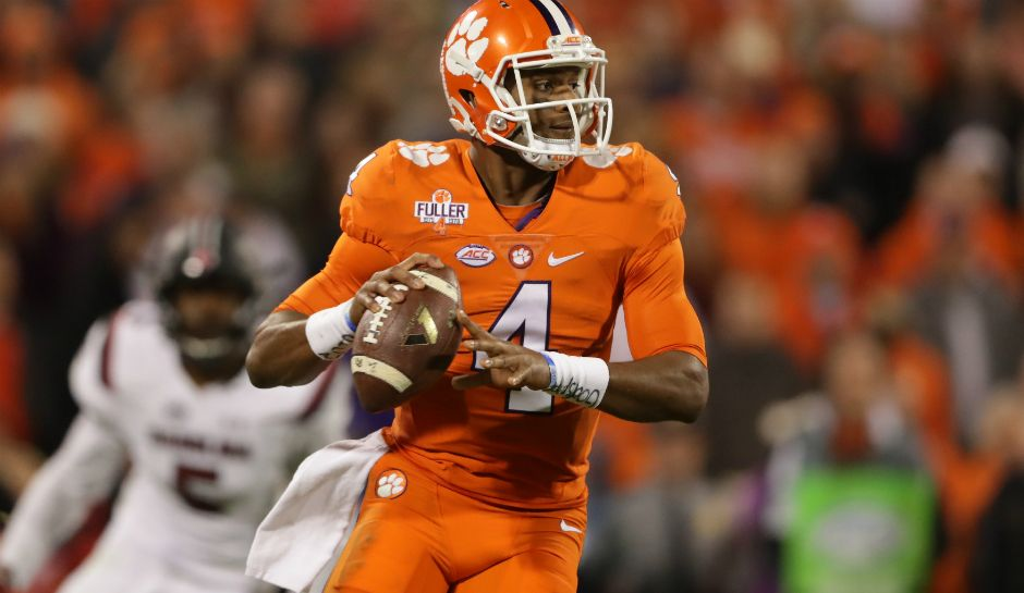 New Year S Eve 2016 Bowl Schedule Odds Predictions And How To Watch Live Online As Peach Bowl Fiesta Bowl Ta Deshaun Watson Clemson College Football Playoff