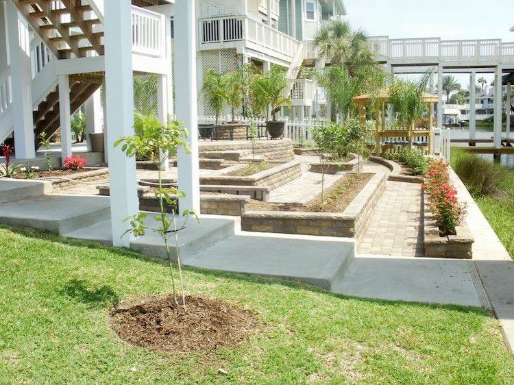 gartengestaltung hanglage terrassiert terrassenplatten hochbeete modern mediterran - Gartengestaltung Bilder Hanglage