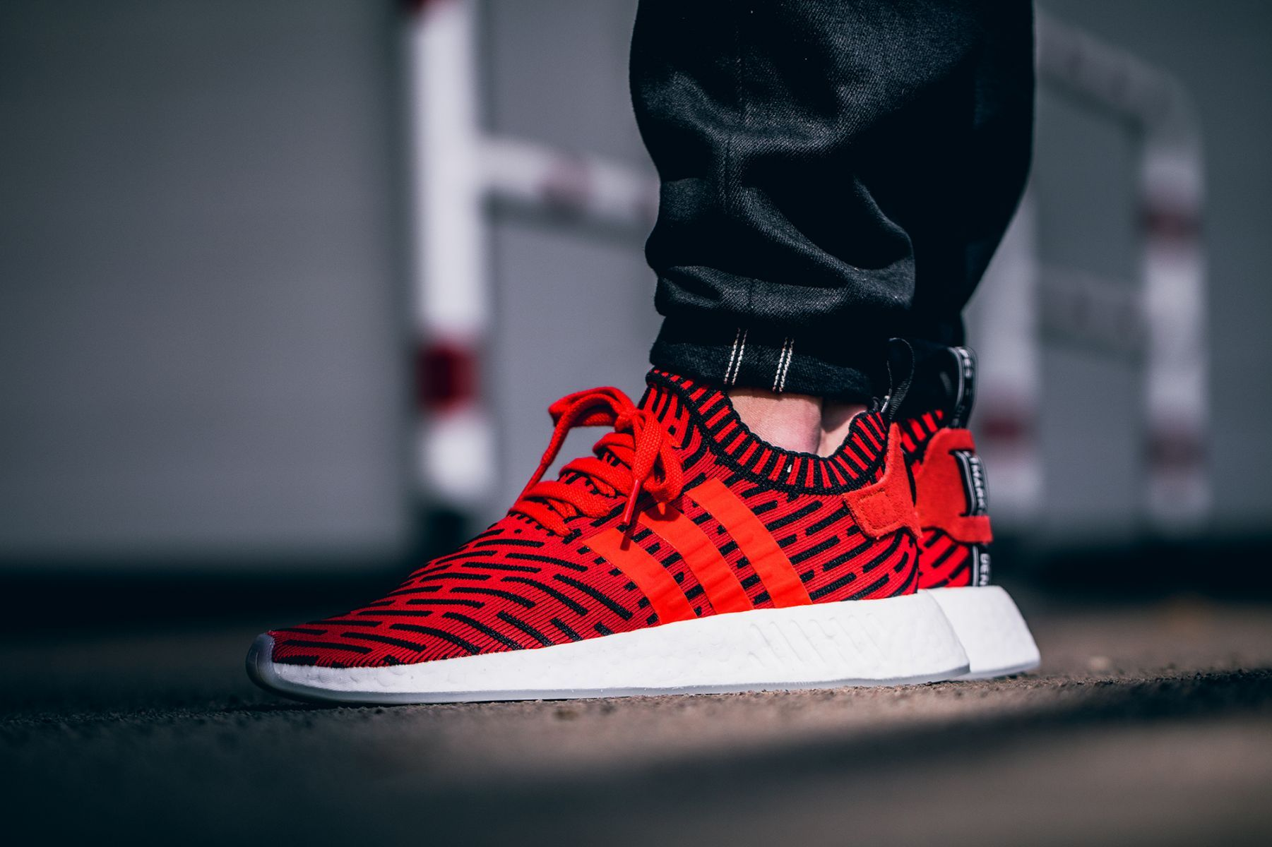 420b0f140 ADIDAS NMD R2 PRIMEKNIT CORE RED WHITE BLACK RUNNING BB2910