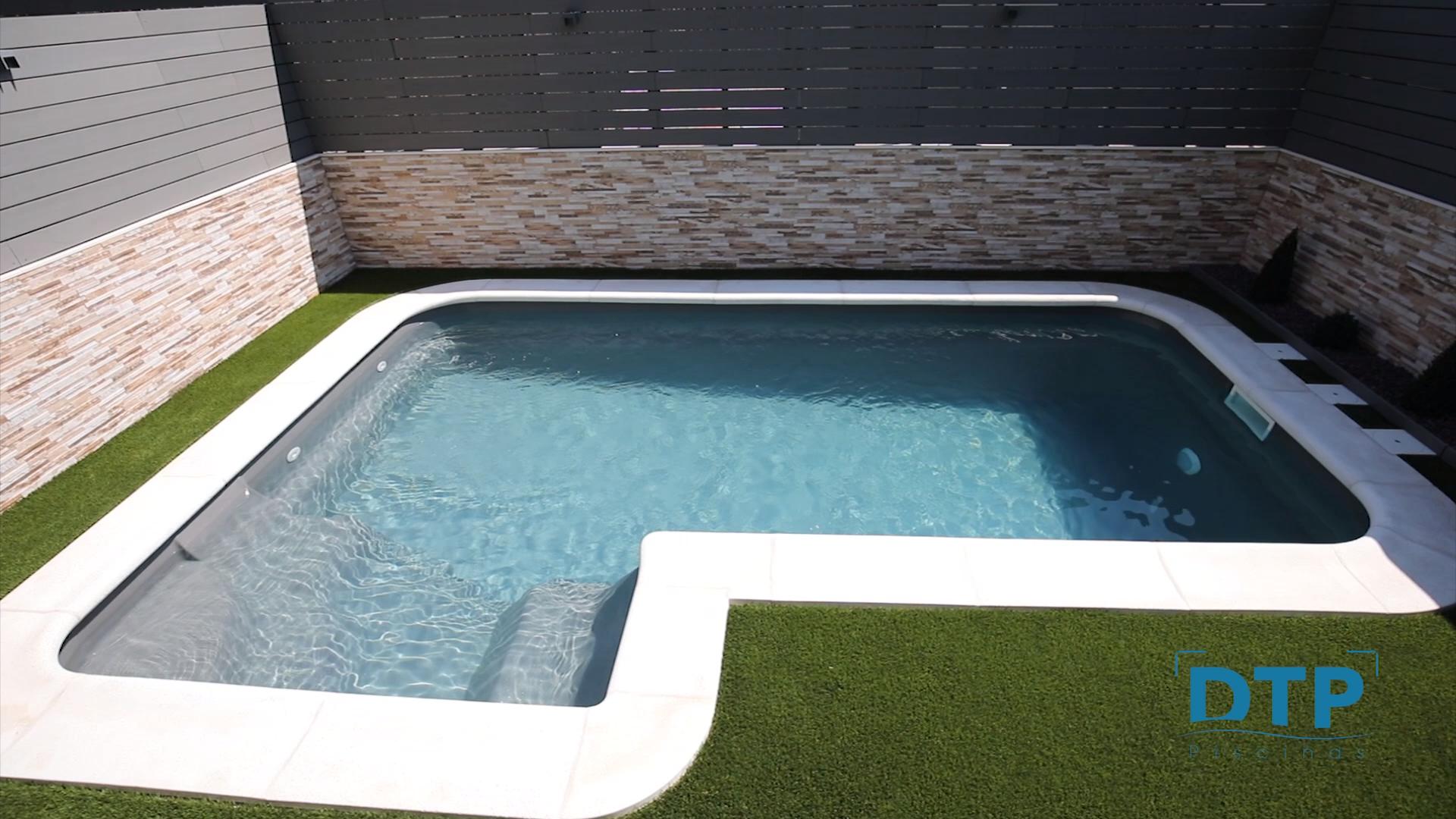 Construccin Piscinas De Poliester Formentera Spa In 2020 Diy Swimming Pool Backyard Pool Backyard Pool Landscaping