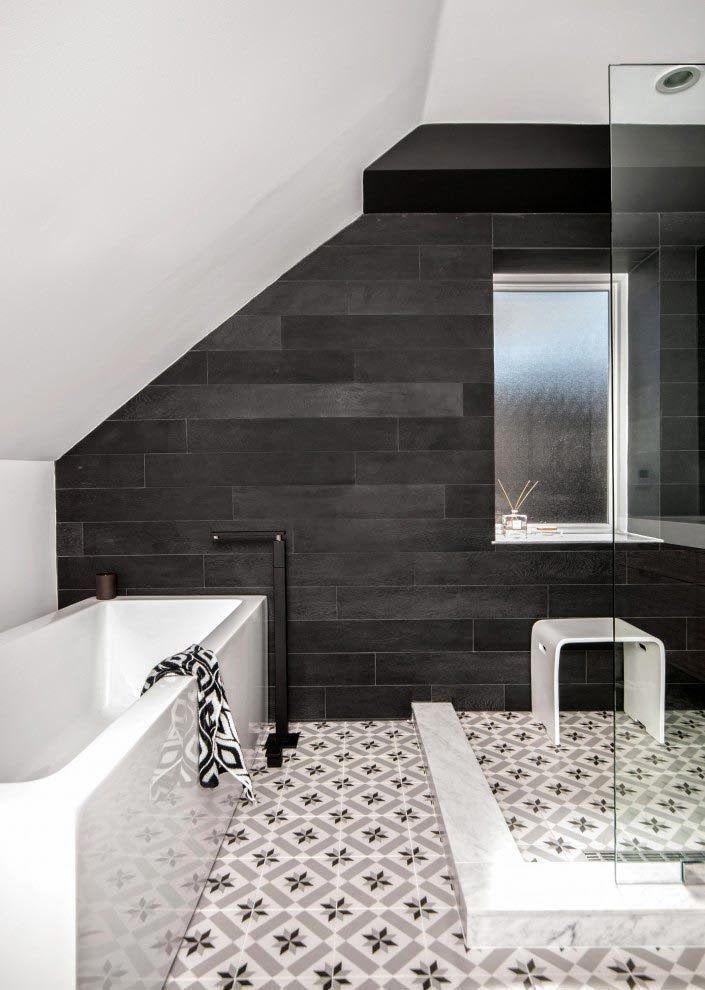 Une salle de bain toute en contraste, carrelage imprimé au sol