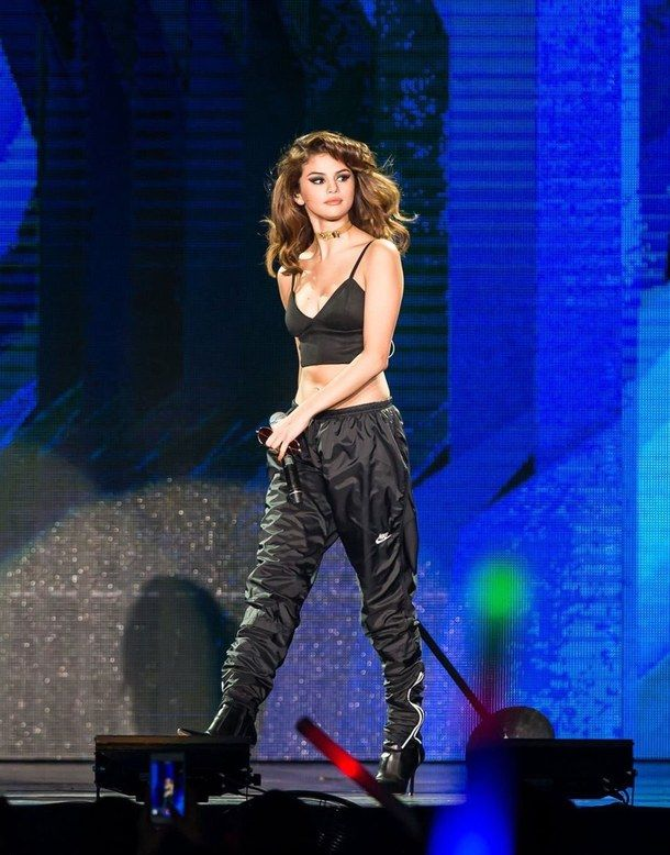 selena gomez, revival tour of the delay in response e but I