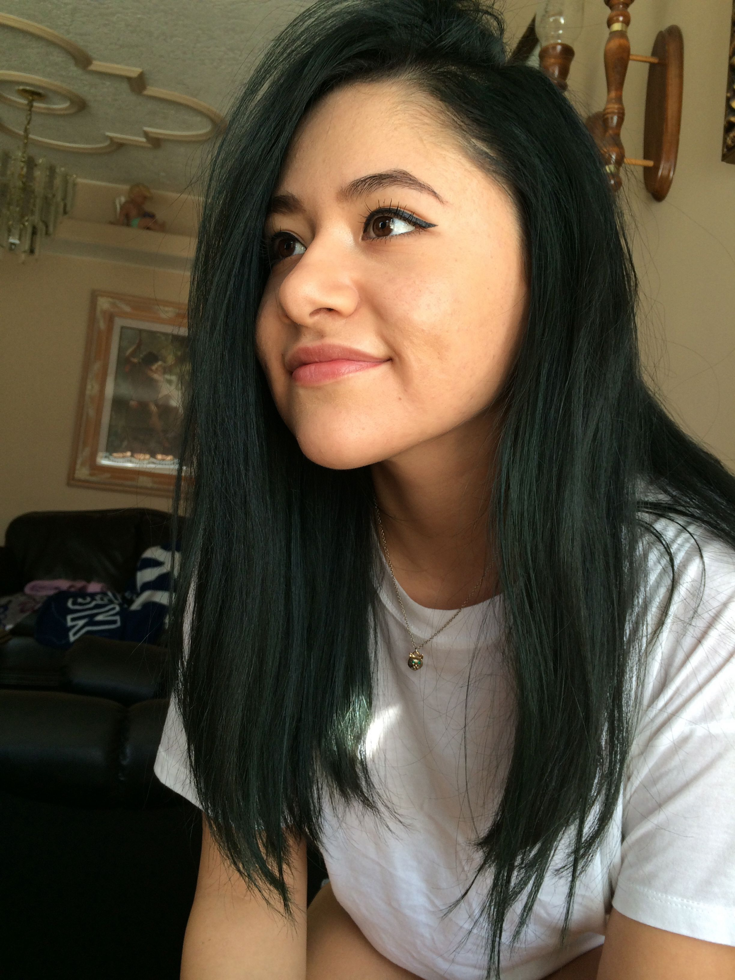 dark green hair messy