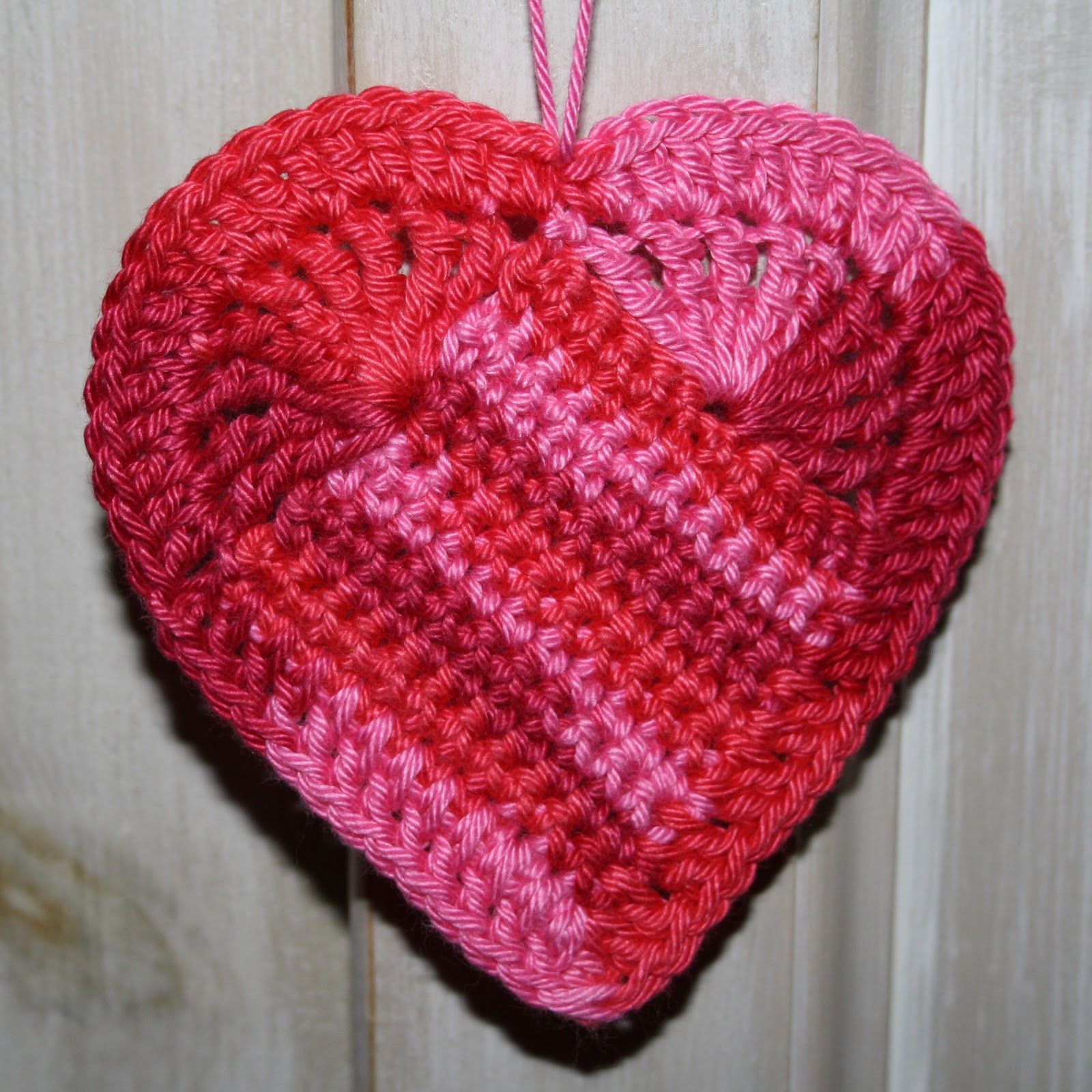 Karin on the hook crocheted heart pattern Haken