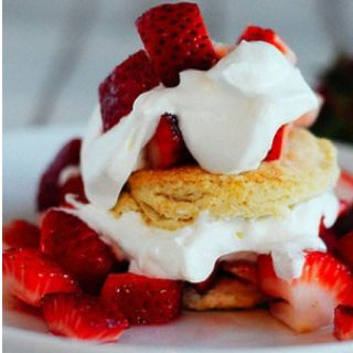 Strawberries and biscuit