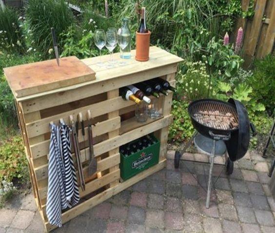 DIY BBQ Beistelltisch mit Paletten – Paletten Recycling / Upcycle Ideen, DIY Pläne #palettengarten