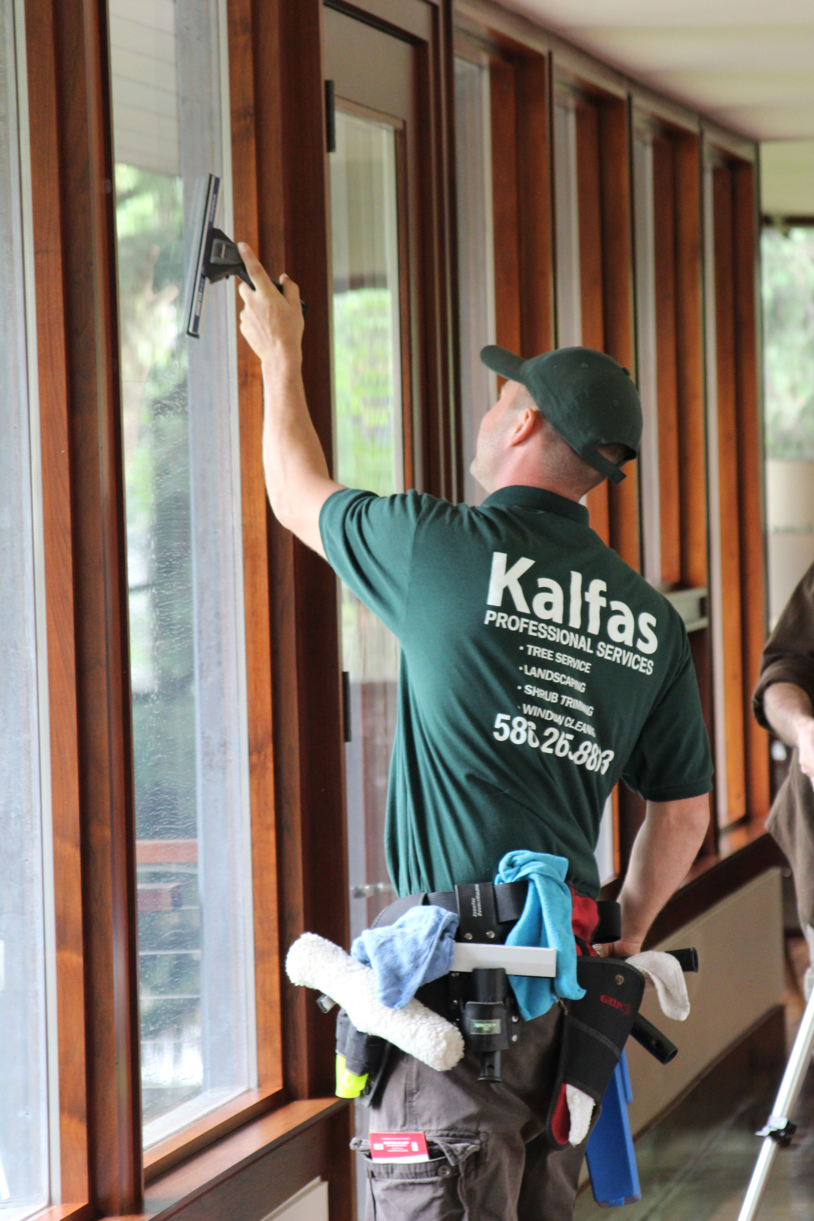 This Would Be Keith Kalfas Owner Of Kalfas Window Cleaning Doing A Window Cleaning Job In Bloomfield Mi Window Cleaner Cleaning Business Bloomfield