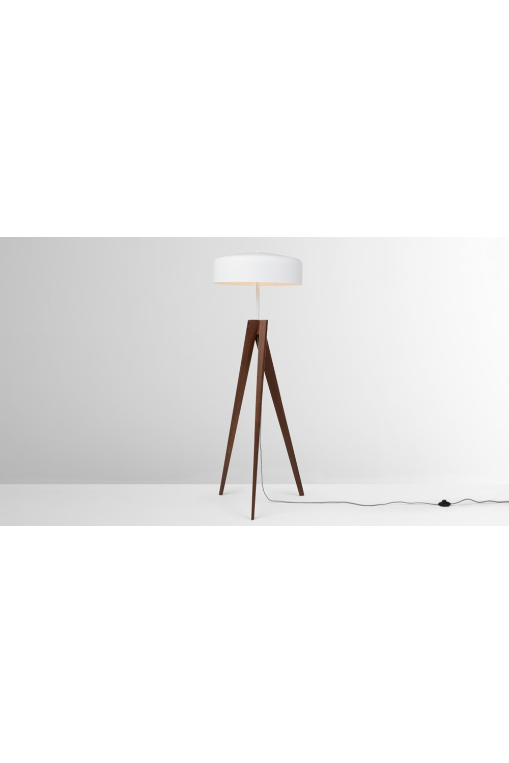 Madison Tripod Stehlampe Dunkles Holz Und Weiss White Floor Lamp