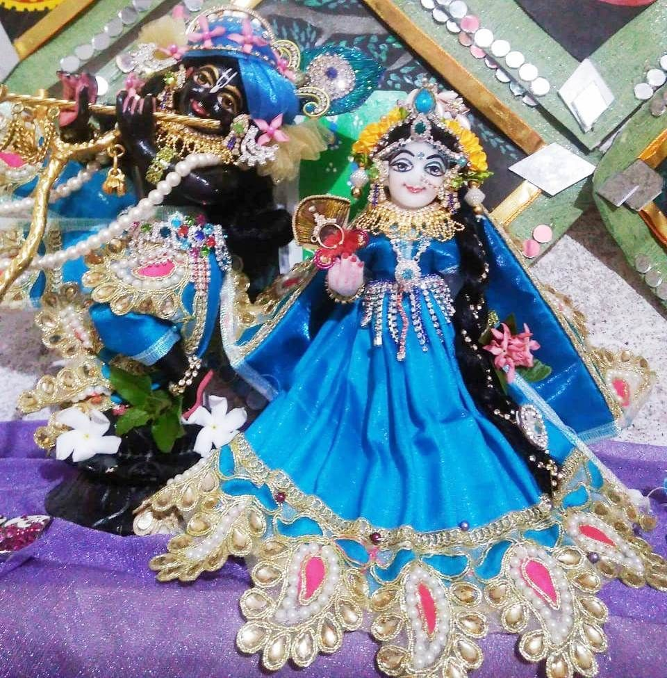 Lord Radha Krishna Marble Deity Murty Statue Vigraha Black And White Colour 6 Inches Krishna Black Colour And Radharani White Colour Hare Krishna Sol Black And White Colour Deities Color
