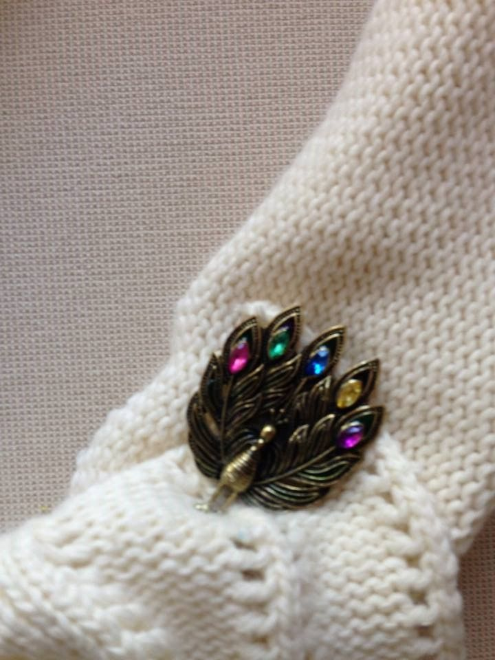up close photo of the peacock pin~