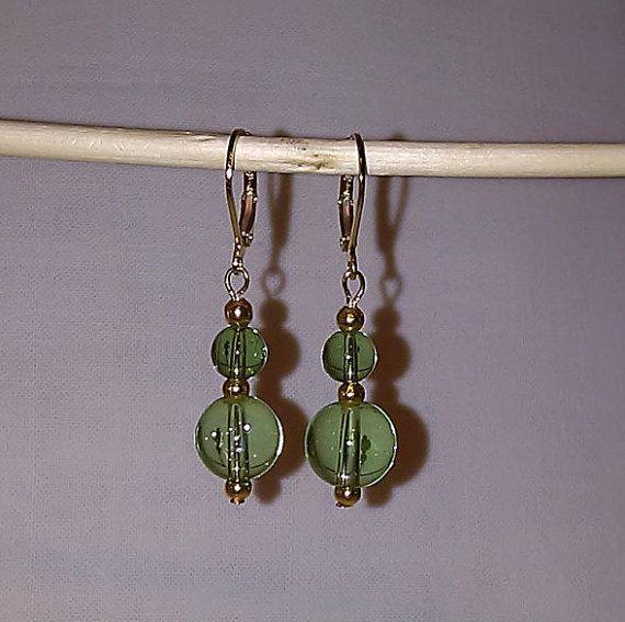 Fairy green/gold dangle earrings di EarringsByTinaMarie su Etsy