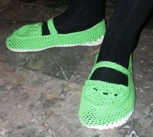 Green bamboo slippers