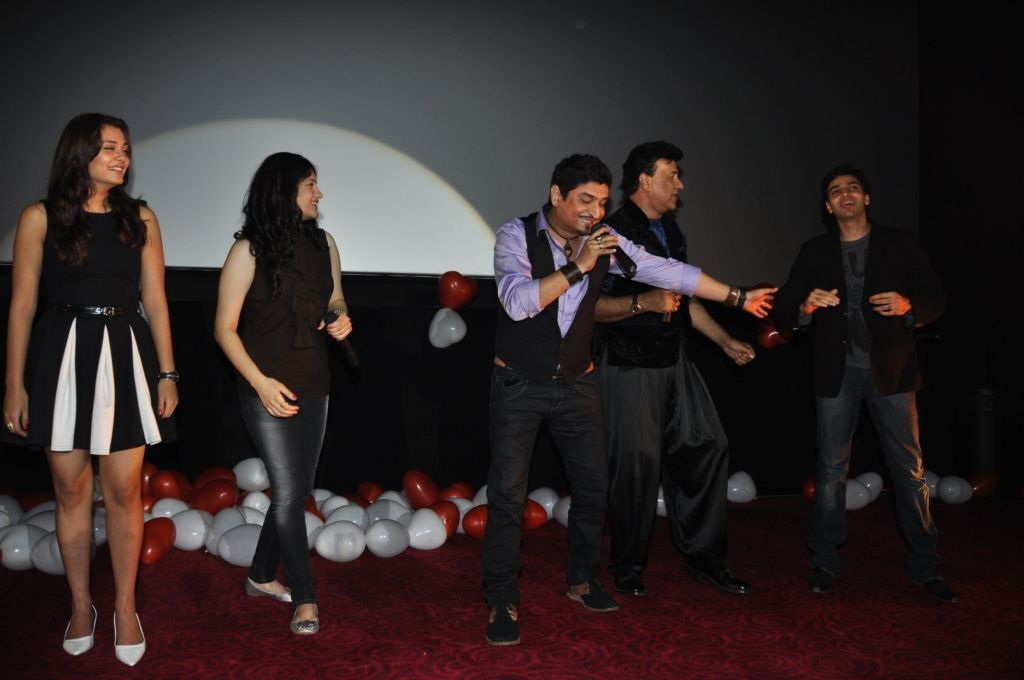 Neeraj Shreedhar Anmol Malik And Anu Performing The Song Big Fat Indian Wedding