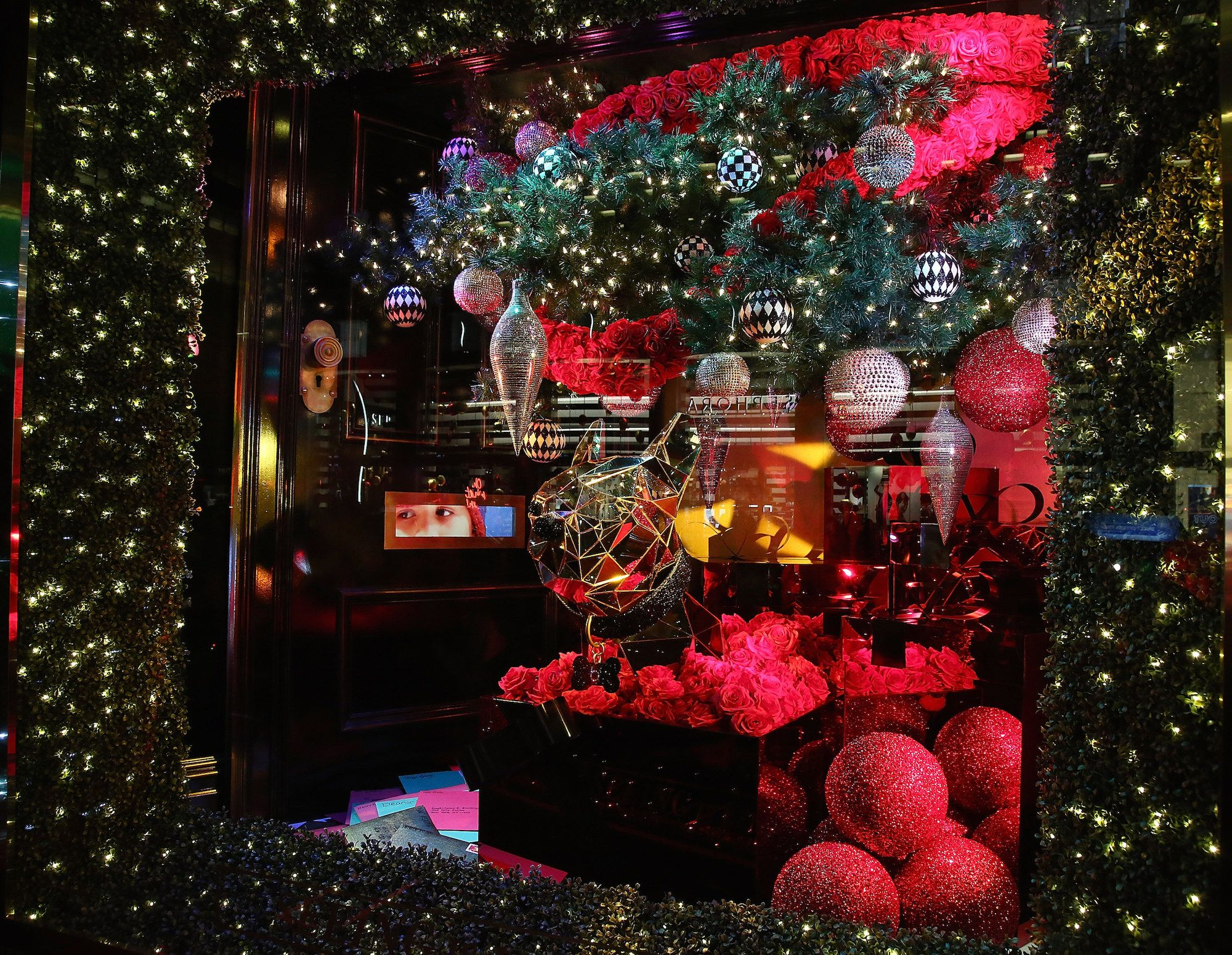 Best Department Store Christmas Decorations In Nyc Holiday Window Displays