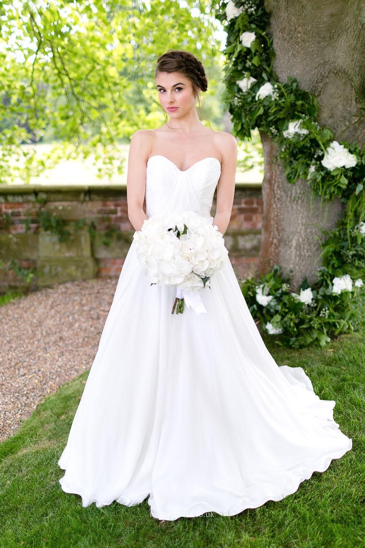 48+ Simple sleeveless wedding dresses info