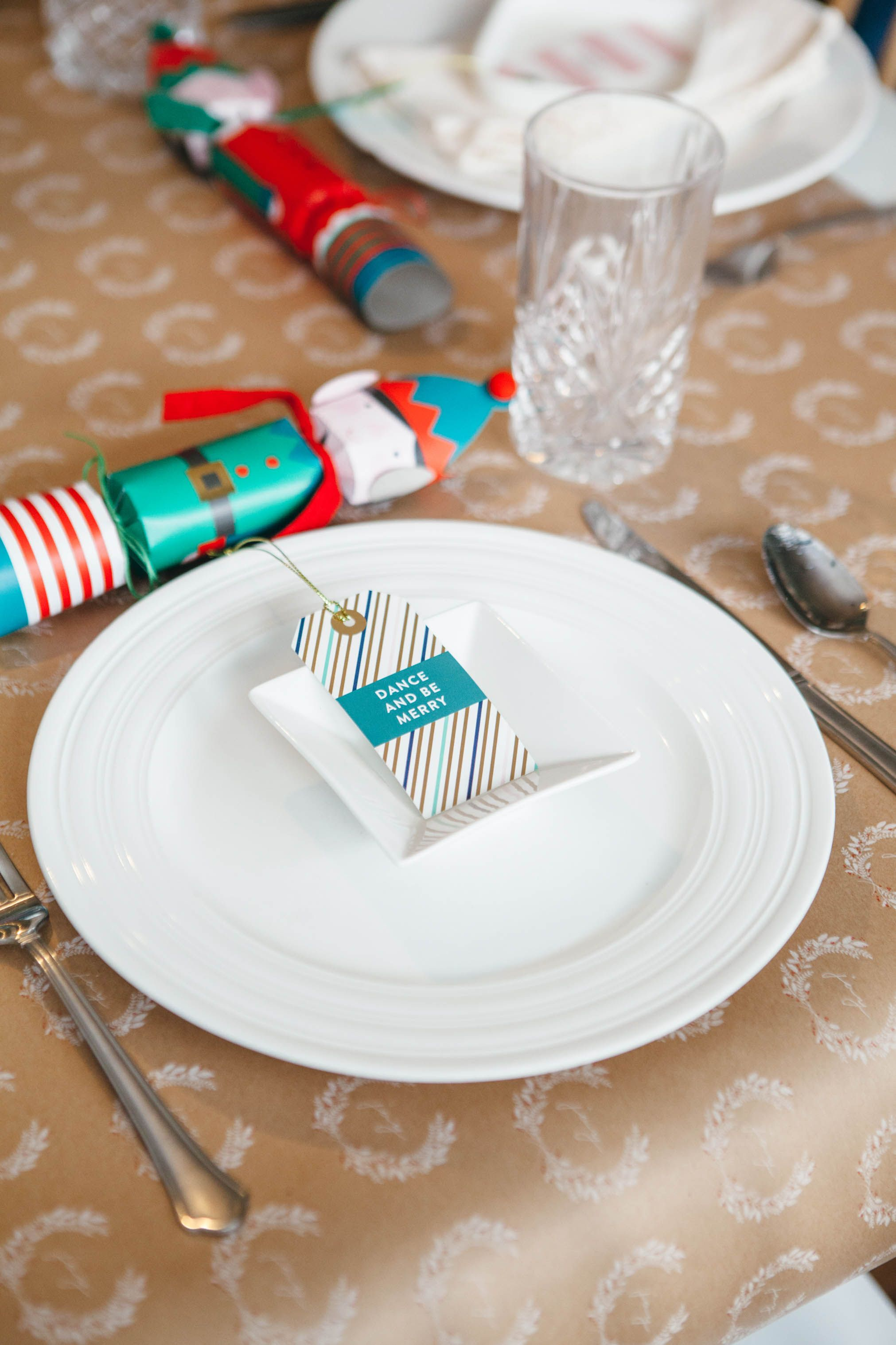 How A Self Sabotaging Hostess Throws A Party Christmas Table Centerpieces Throw A Party Party