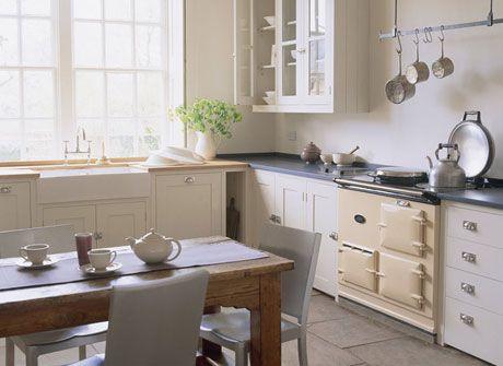 Gezellig door stoof en combinatie hout, wit en zwart - Interieur ...