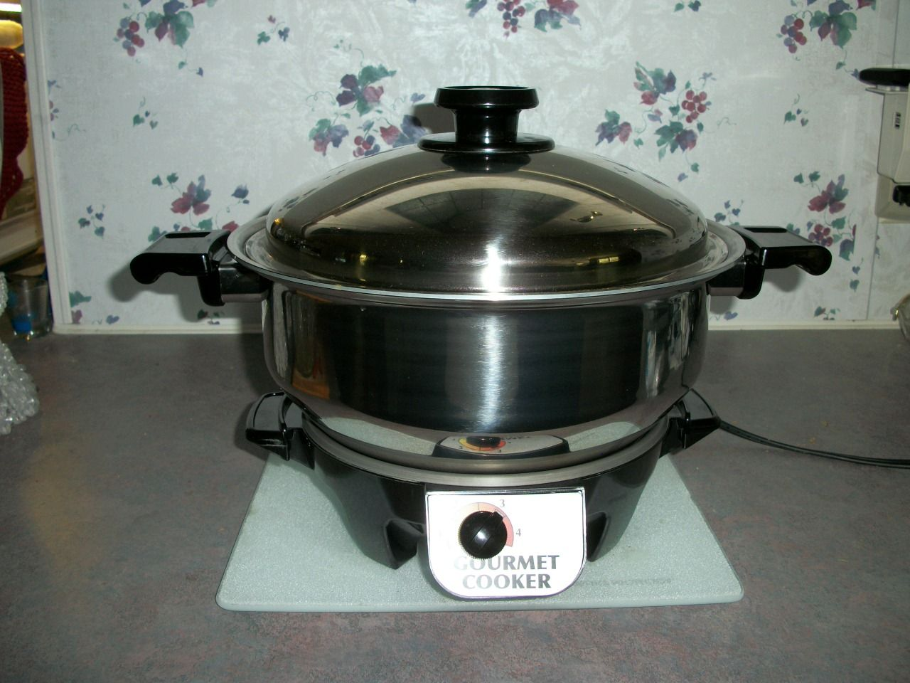 The six-quart Gourmet Cooker by Kitchen Craft Cookware in ...