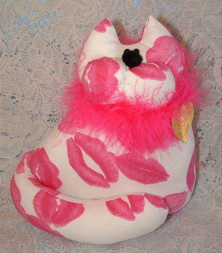 $14.95~~I love cats!! =^..^=  SNICKELLDOODLES Soft Sculpture Hot Pink Kisses Cat with Pink Boa Figure Doll A