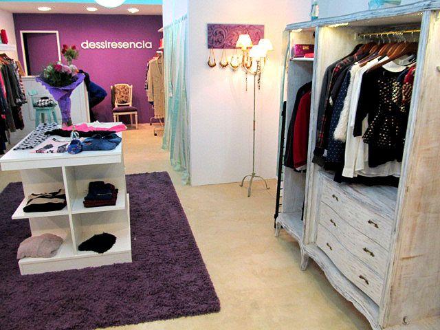 Muebles para locales de ropa a medida talla patinada for Decoracion de interiores locales de ropa
