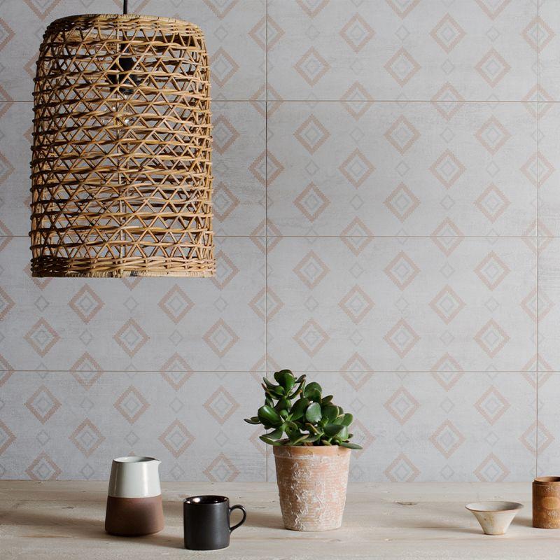 Decoratieve wandtegels in zachte pastel geven de keuken of