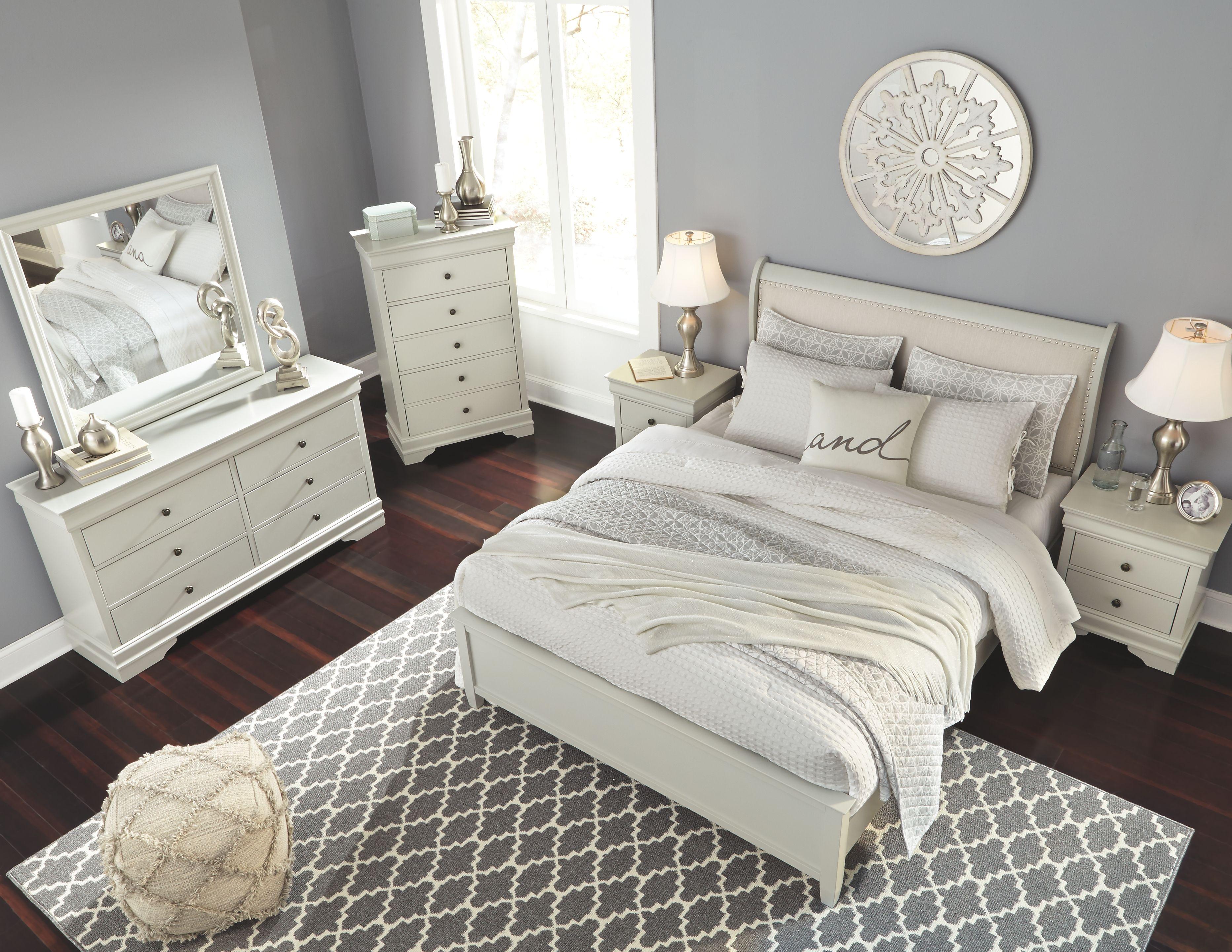 Jorstad Queen Bed With 2 Nightstands Gray Small Room Bedroom Grey Bedroom With Pop Of Color Bedroom Sets