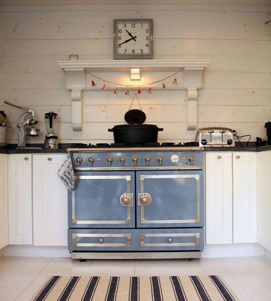 blue la cornue cornuf 110 provence blue range in a long island cottage kitchen the kitchn. Black Bedroom Furniture Sets. Home Design Ideas