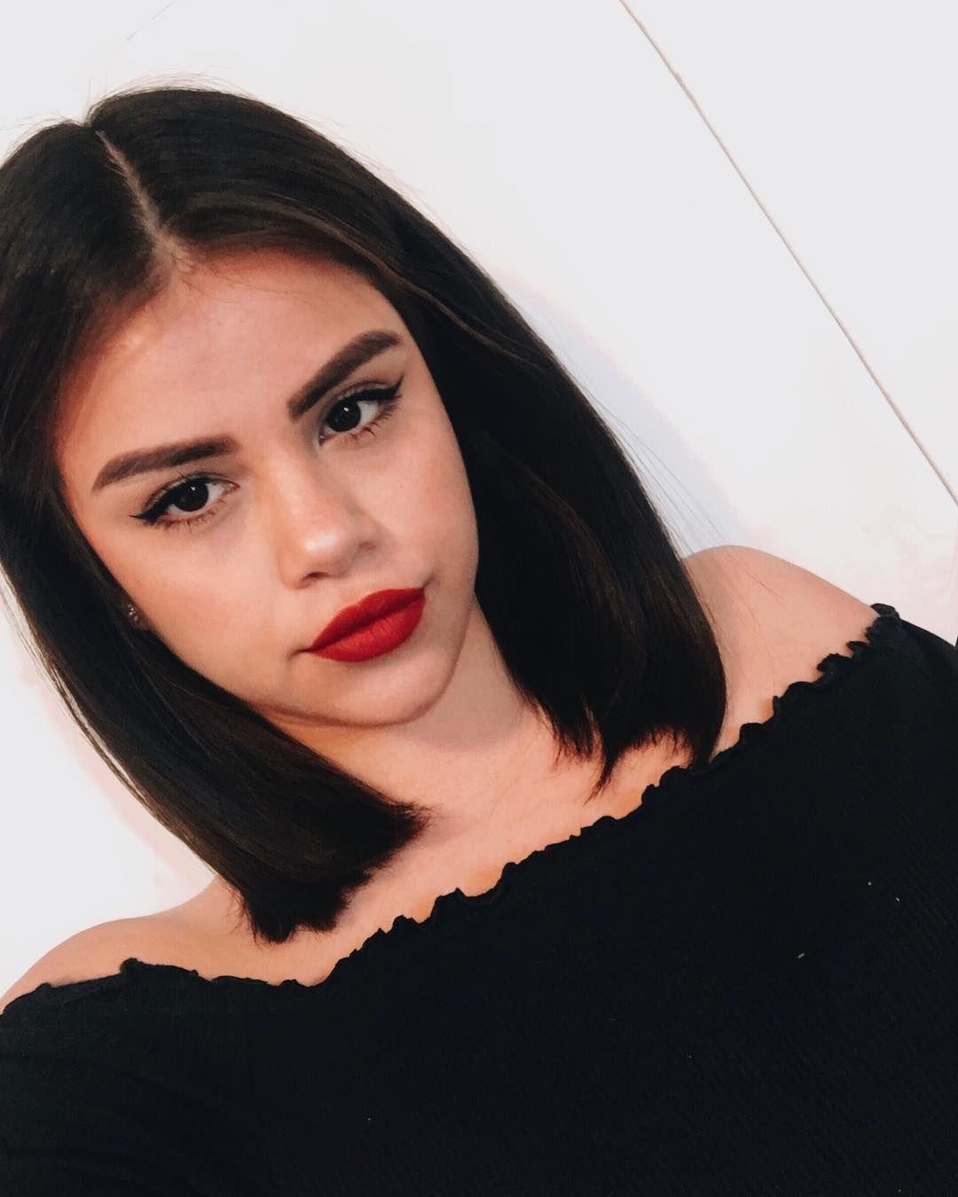 Pin By Yesenia Soto On Makeup Haircuts Straight Hair Vanessa Hudgens Short Hair Short Dark Hair