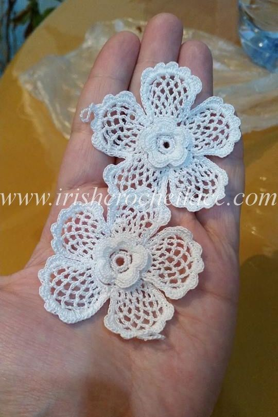 Lots of irish crochet motif lessons here. Site is in Russian. Links to English language tunes