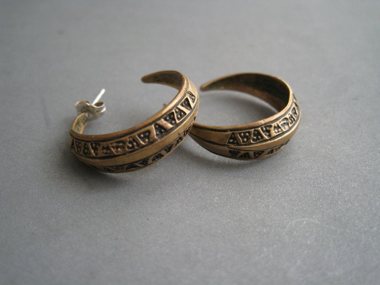 Beautiful bronze earrings, replica of viking jewelry