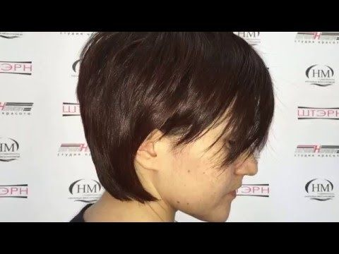 Как сделать стрижку на короткие волосы, чтобы она смотрелась текстурной, объемной и модной показывает стилист Дмитрий Микеров