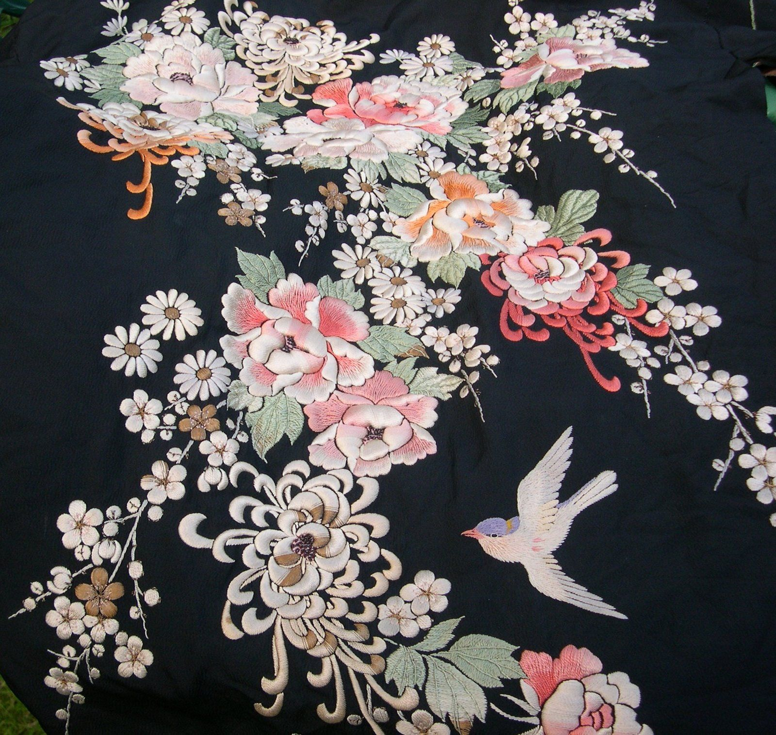 Embroidered silk kimono asian prints patterns
