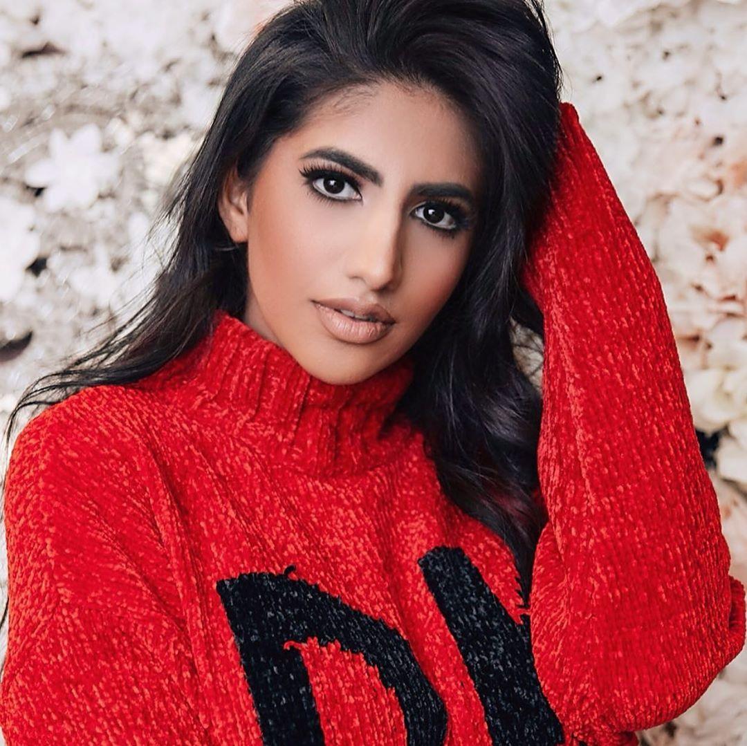 نور ستارز Noor Stars On Instagram منشنوا شخص بتحبوه بتعشقوه وما بتكمل الحياة بدونوا تحت هالصورة High Neck Dress Fashion Dresses