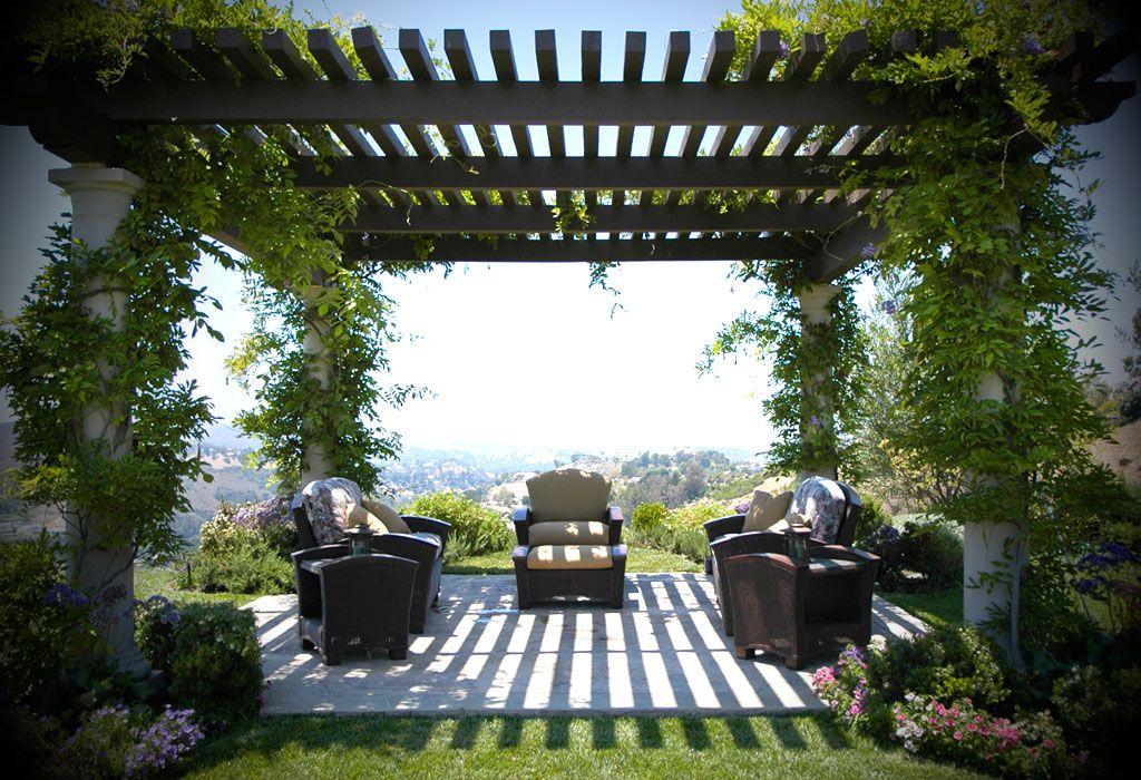 pergola rodeada de flores casas y patios. Black Bedroom Furniture Sets. Home Design Ideas