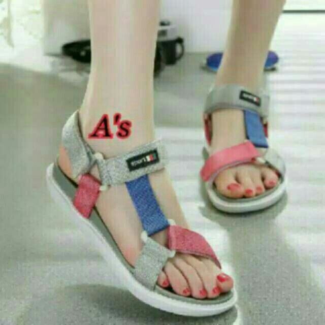 Saya Menjual Sandal Gunung Jj18 Seharga Rp45 000 Dapatkan Produk