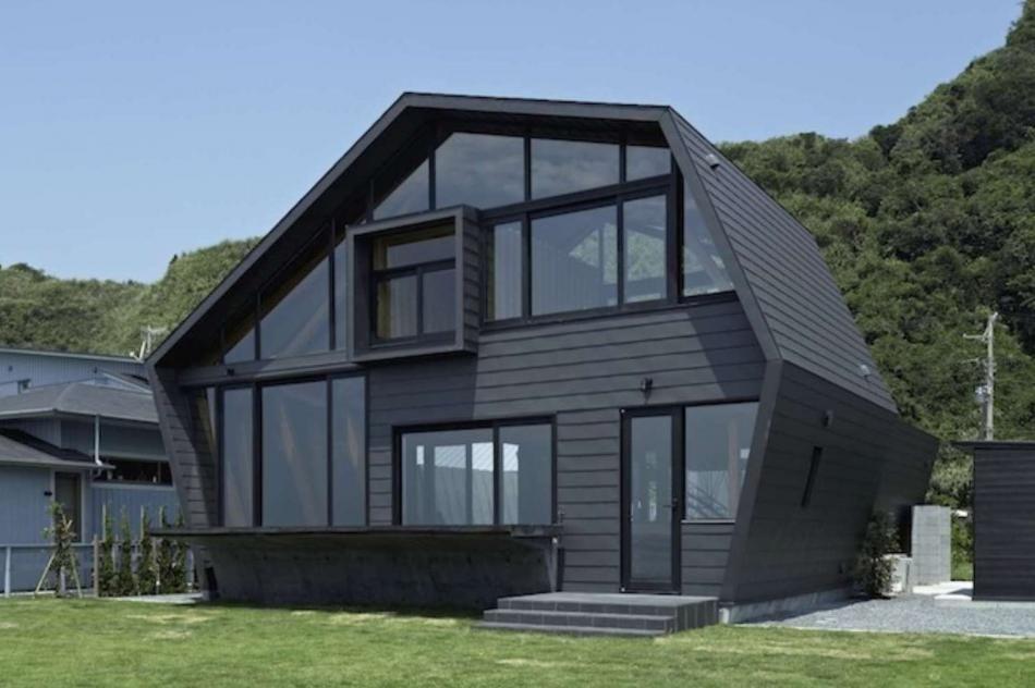 Le Polygone Pour Forme à Cette Maison En Bois Bordant Locéan Au