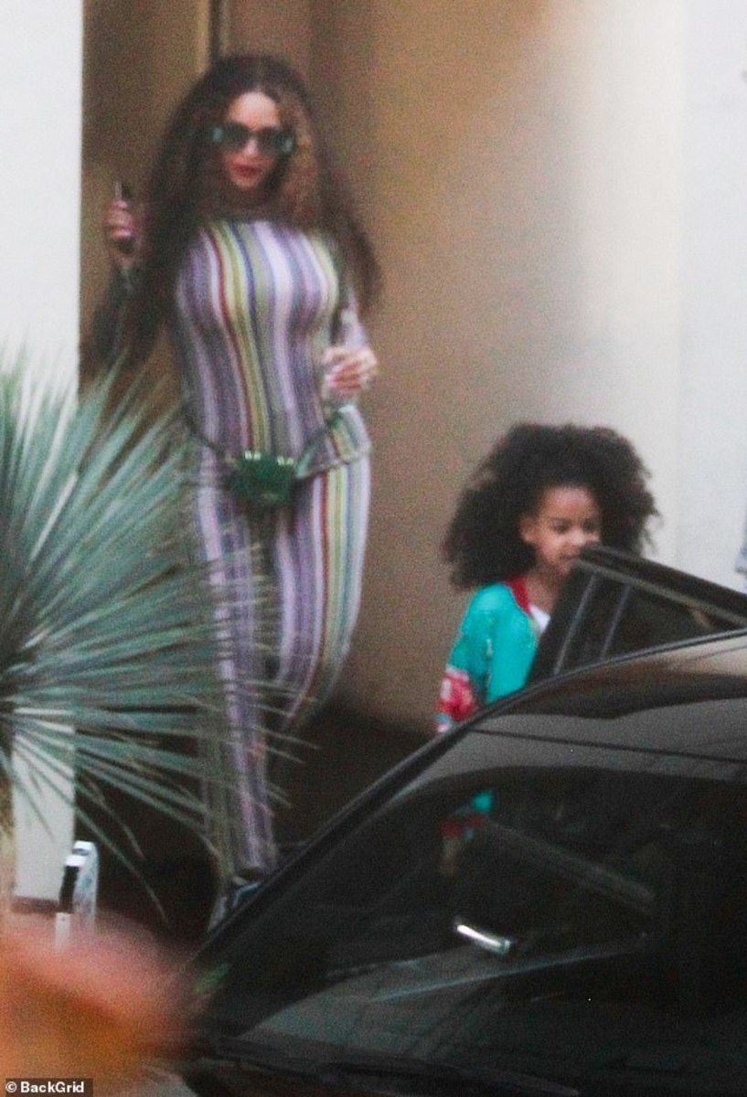 Beyonce S Daughter Blue Ivy Shows Long Natural Hair Mto News Throwback Outfits Blue Ivy Beyonce