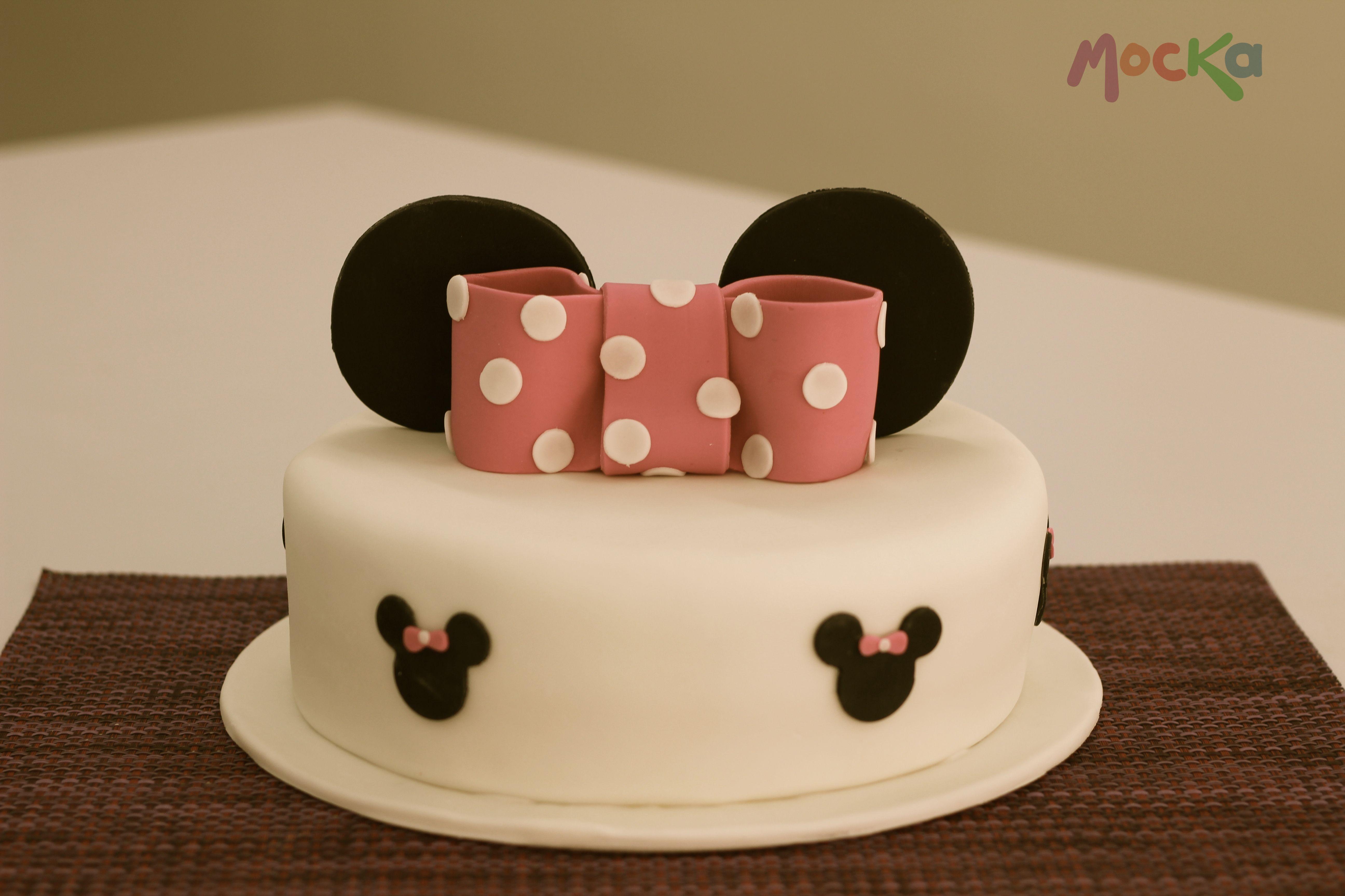 #Ponque de #Minnie. Les gusta?  www.mocka.co  #mocka #pasteleria #cakeshop #cake #minniemouse #disney #disneycakes #birthdaycakes #ponquescumpleaños #tortascumpleaños #torta #pastel #pudin