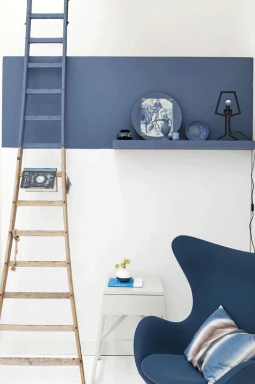 Bande de peinture bleue sur fond blanc Vtwonen via Nat et