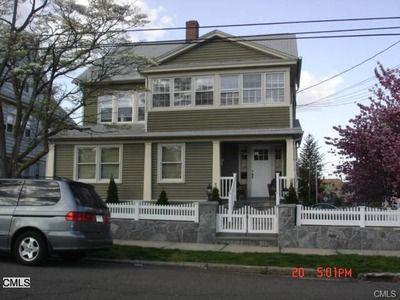 222 Seaside Ave Bridgeport Ct 06605 Renting A House Bridgeport House Styles