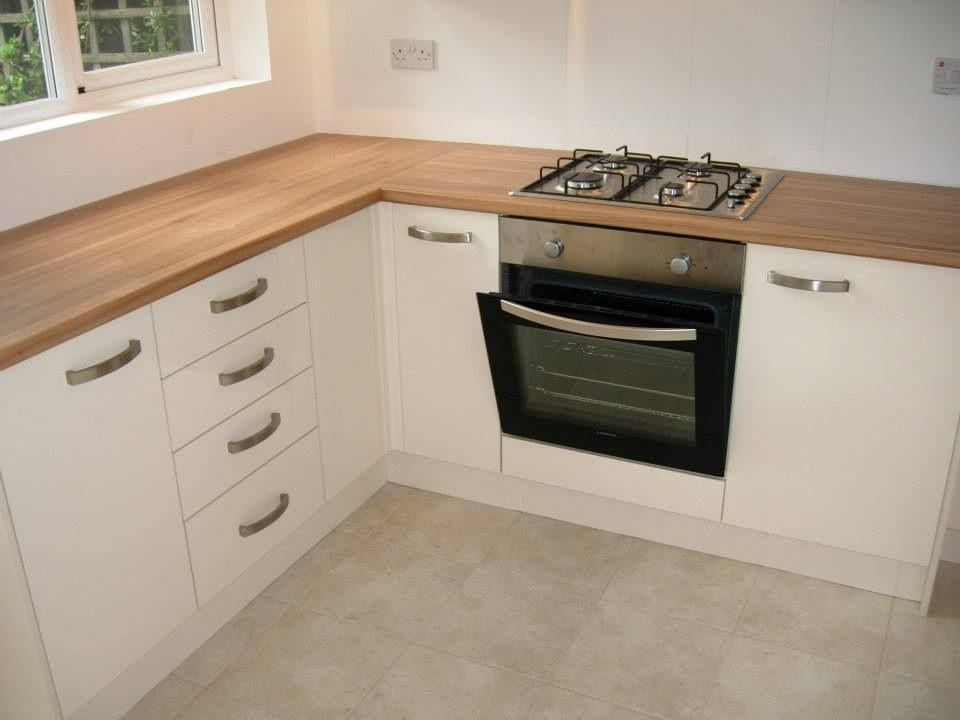 Howdens greenwich cream gloss units give a very light for Cream kitchen carcasses