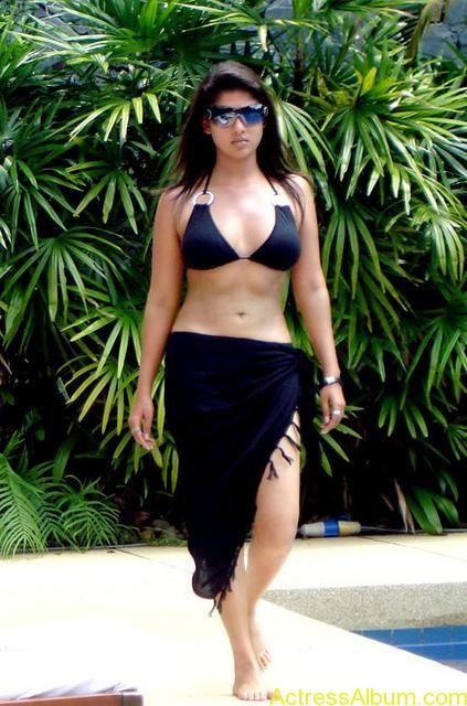 Nayanthara Hot Spicy Bikini Photos4