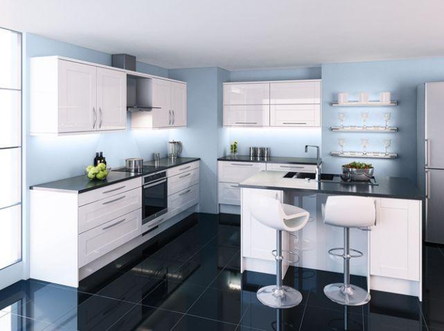 cuisine bleue claire peignez vos murs en bleu p le pour faire ressortir votre cuisine blanche. Black Bedroom Furniture Sets. Home Design Ideas