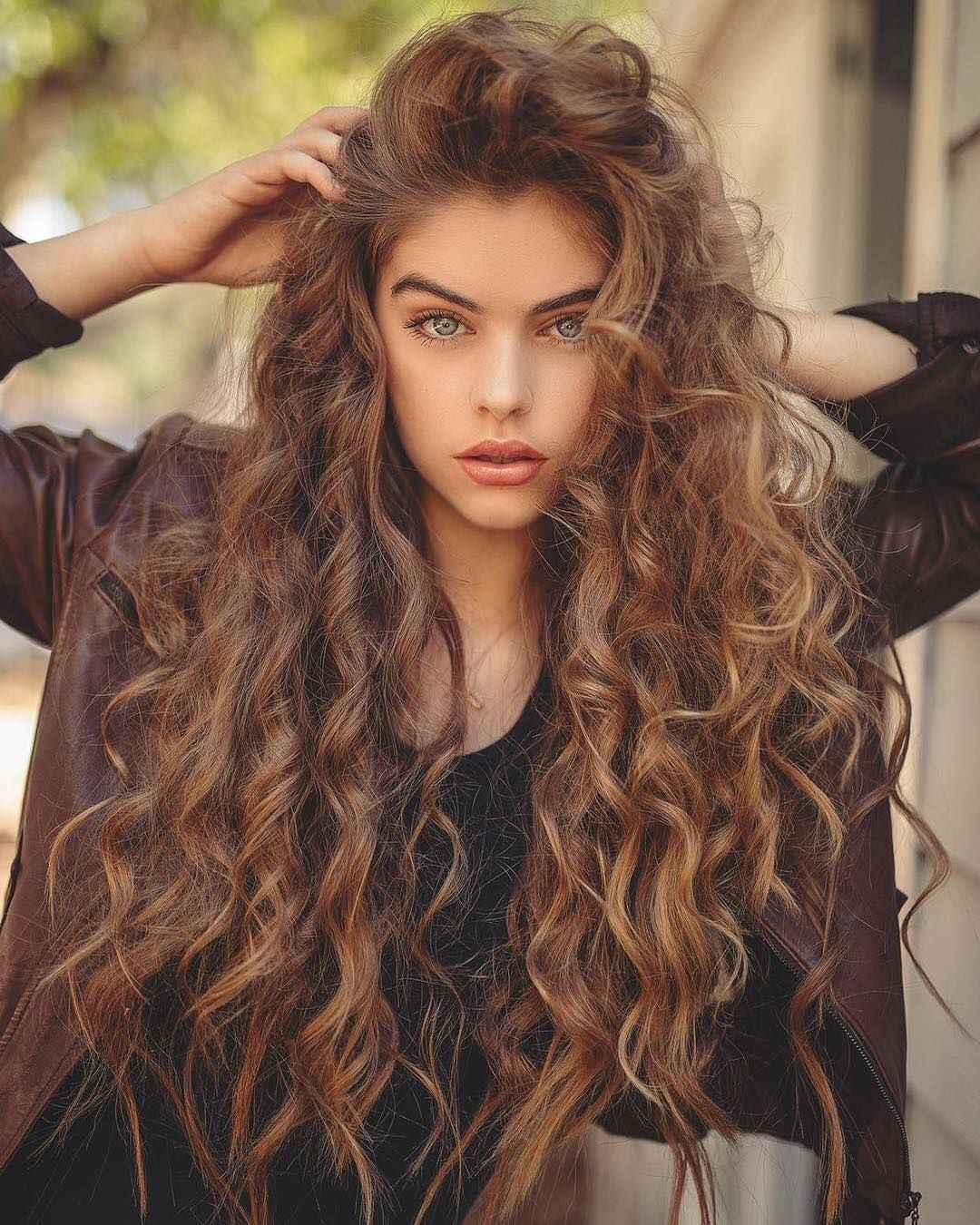 Sag Actress Dancer Model On Instagram I Love Fall Do You Sagaj Justg In 2020 Spring Hairstyles Curly Hair Styles Long Curly Hair