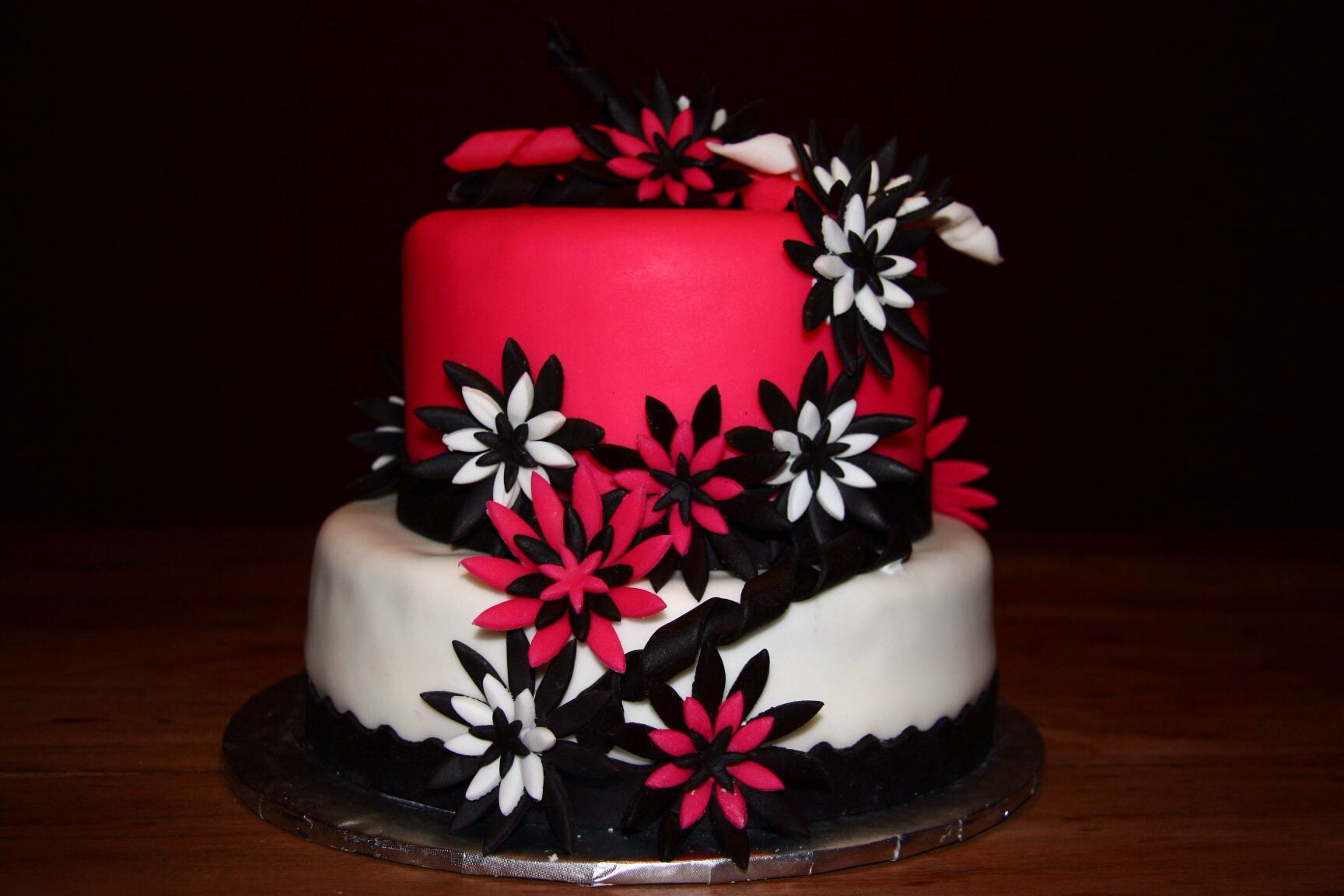 Hot pink and black cake Pampered Party