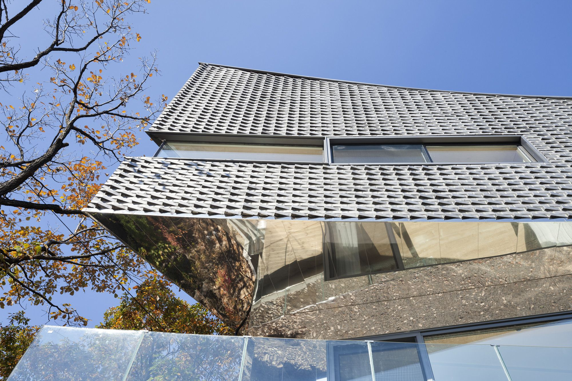 Gallery of The Curving House / JOHO Architecture - 12