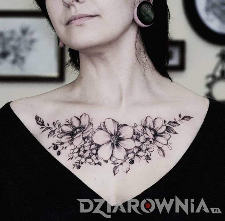 Tatuaże Kwiaty Na Klatce Dla Kobiet Tatuaż Kwiaty Tatoo